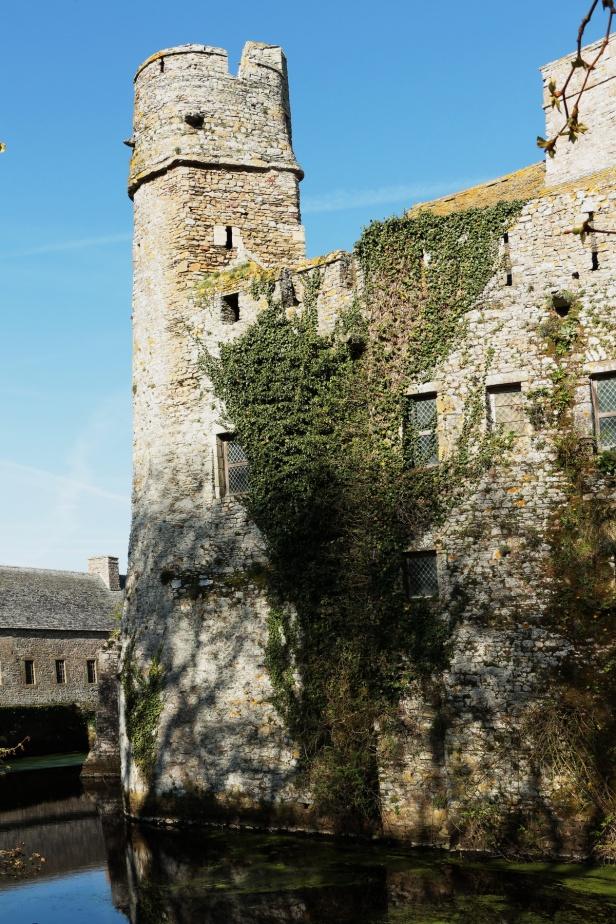 Chateau de PIROU 20 Balades en France - Guy Peinturier